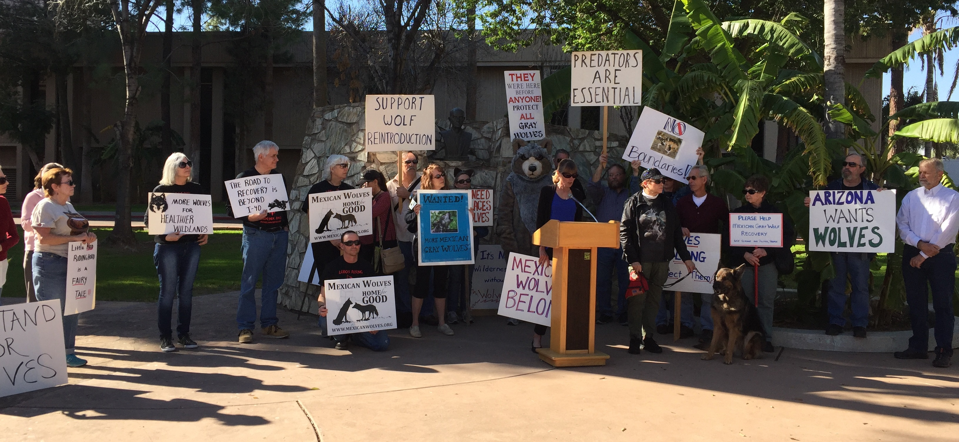 Wolf rally at AZ Capitol Jan2016 cropped